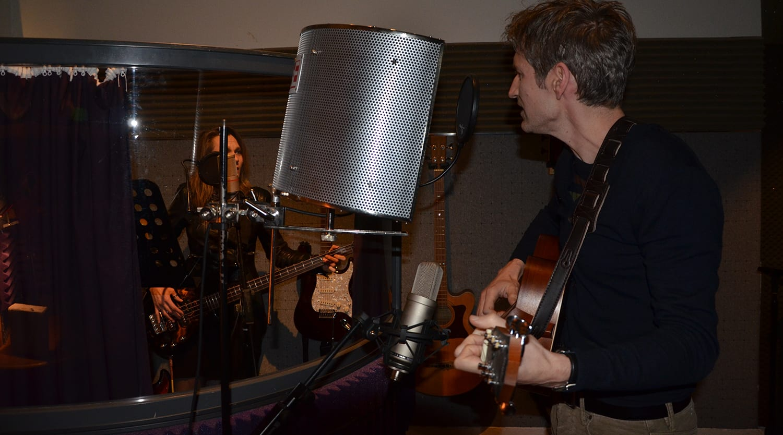 fergus anderson and charlotta playing at offbeat recording studio in edinburgh